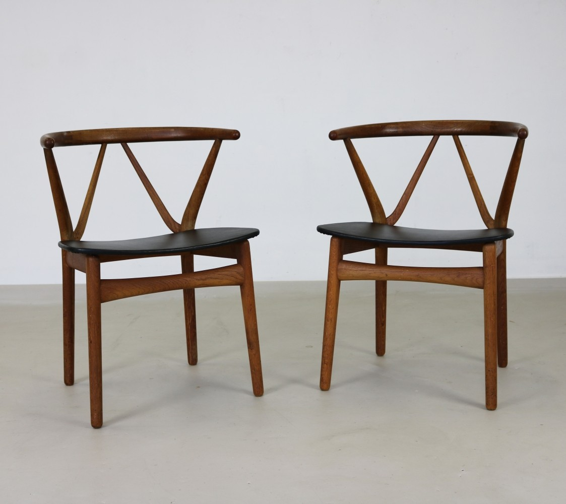 Pair of Model 225 dinner chairs by Henning Kjærnulf for Bruno Hansen, 1960s