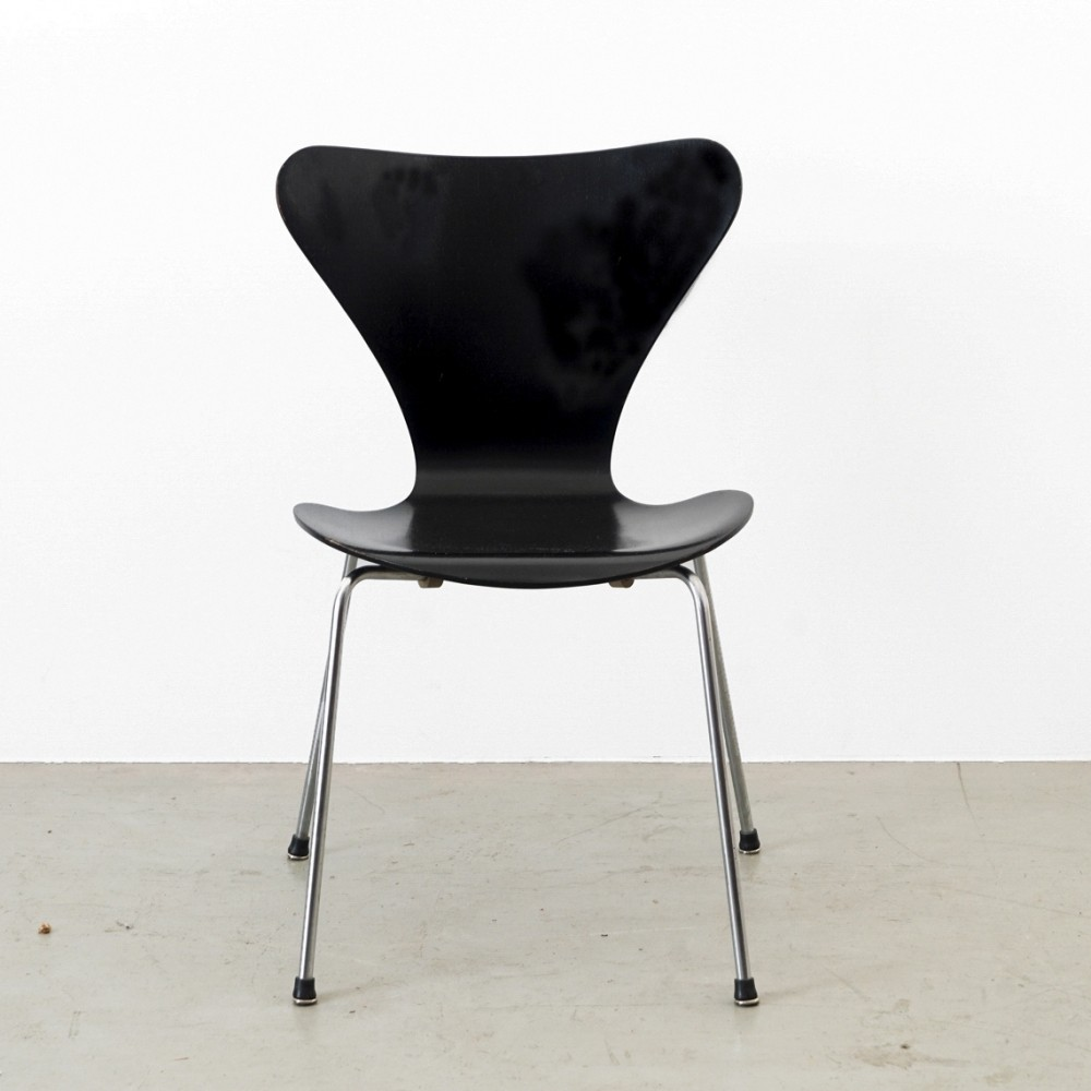 Model 3107 Chair By Arne Jacobsen For Fritz Hansen