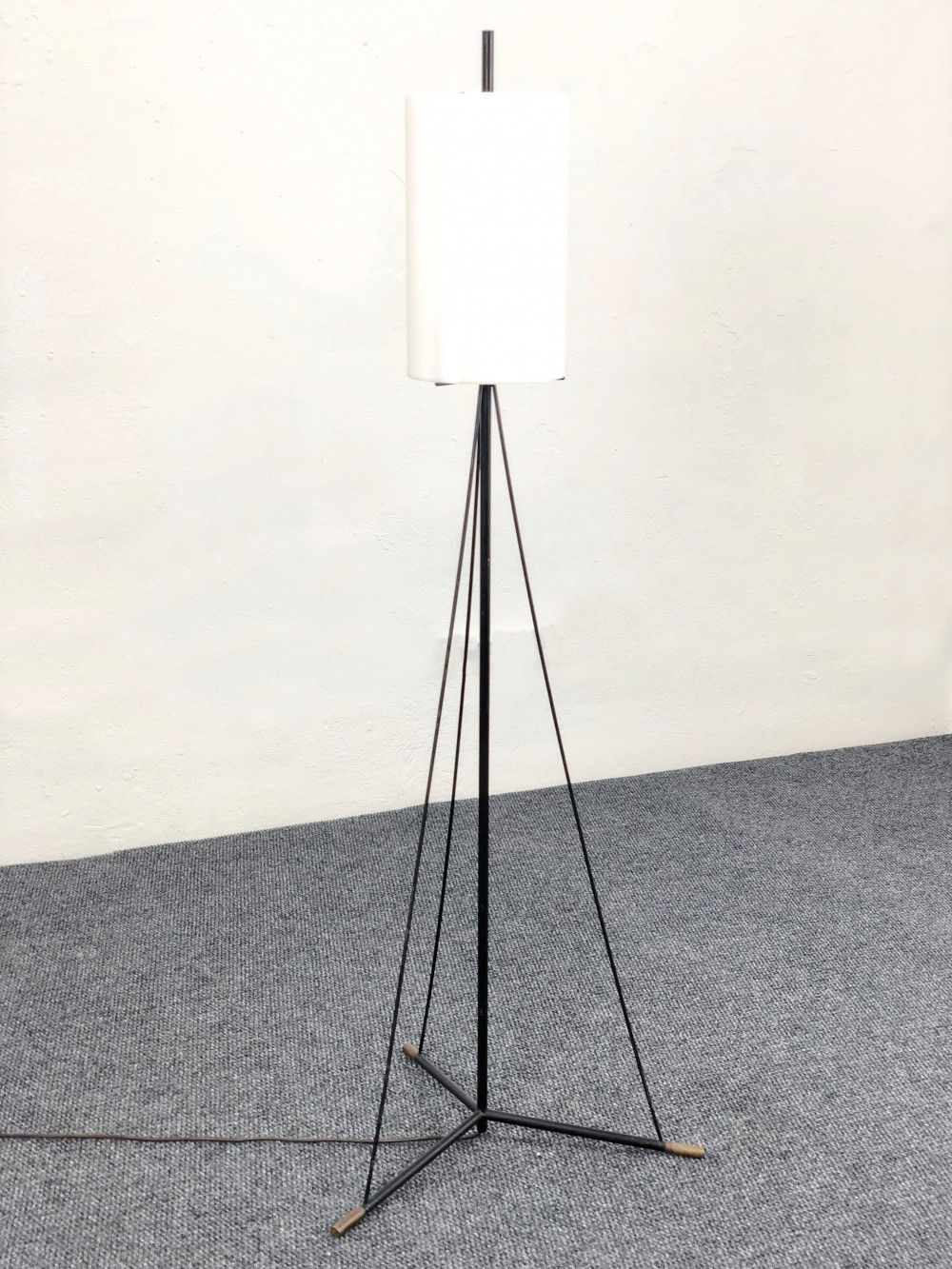 Floor lamp by Stilnovo in brass, black chromed steel & plexiglass, 1950s