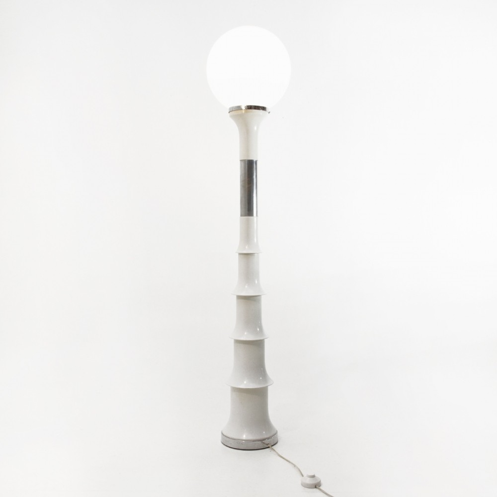 Italian mid-century white & chrome floor lamp, 1970s