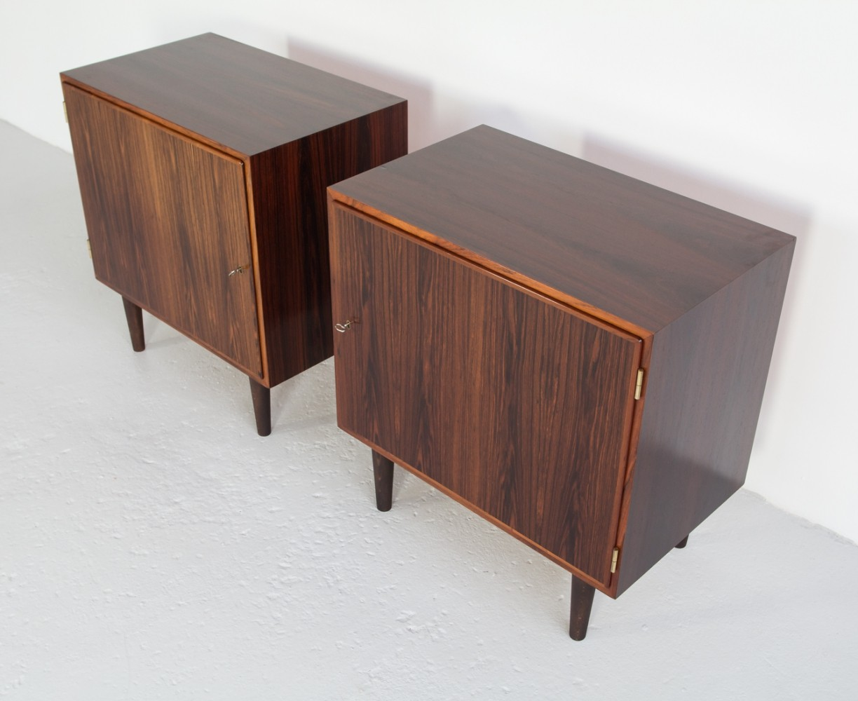 Pair of Danish cabinets in rosewood by Hundevad, 1960s