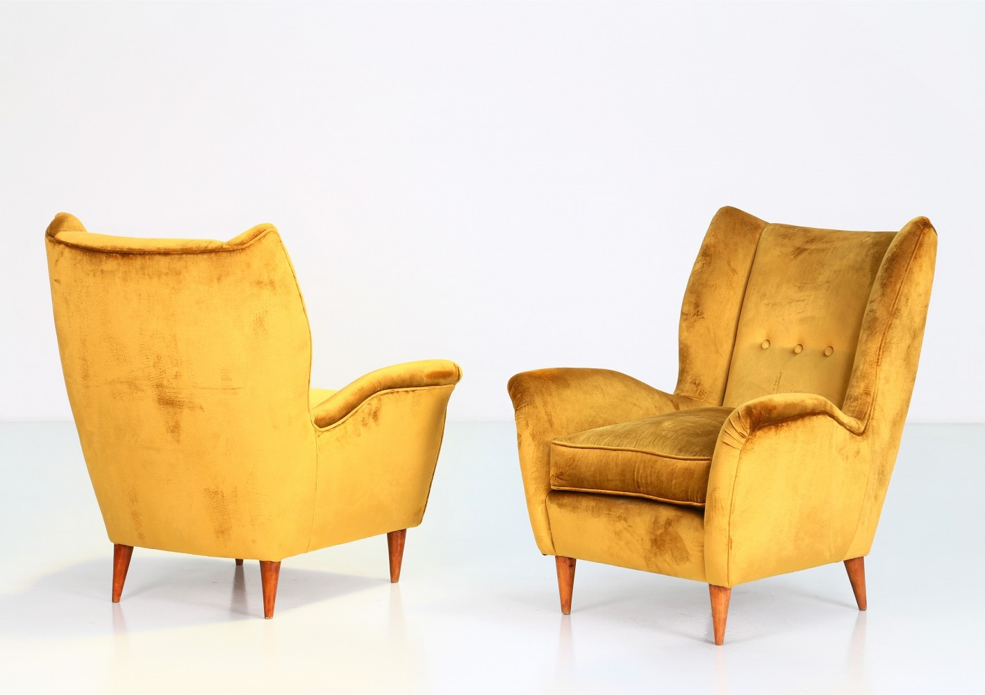 Pair of armchairs by Gio Ponti for Isa Bergamo, 1940s