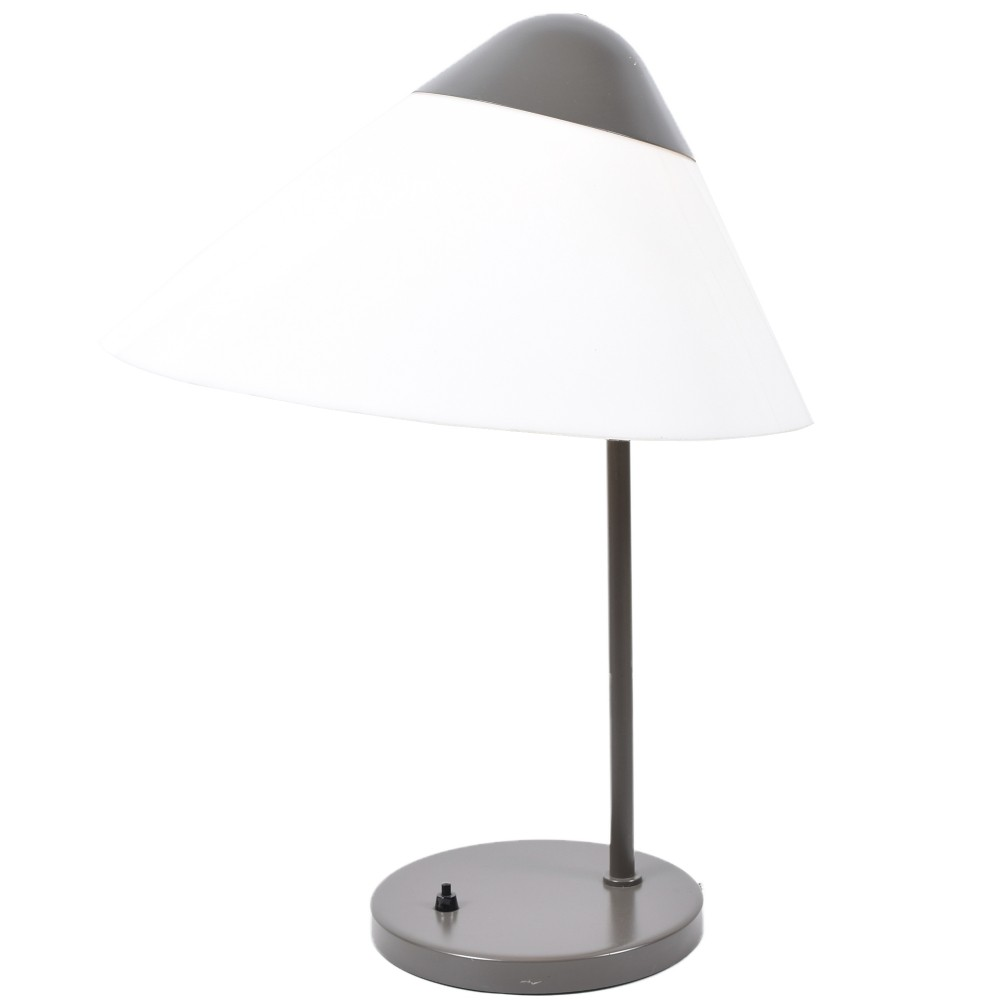 Opala desk light by Hans Wegner for Louis Poulsen