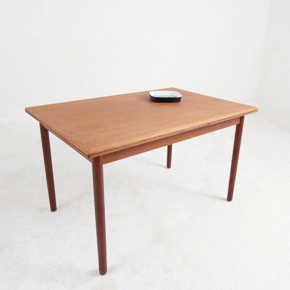 Table with two extension leaves under the table top, 1950s