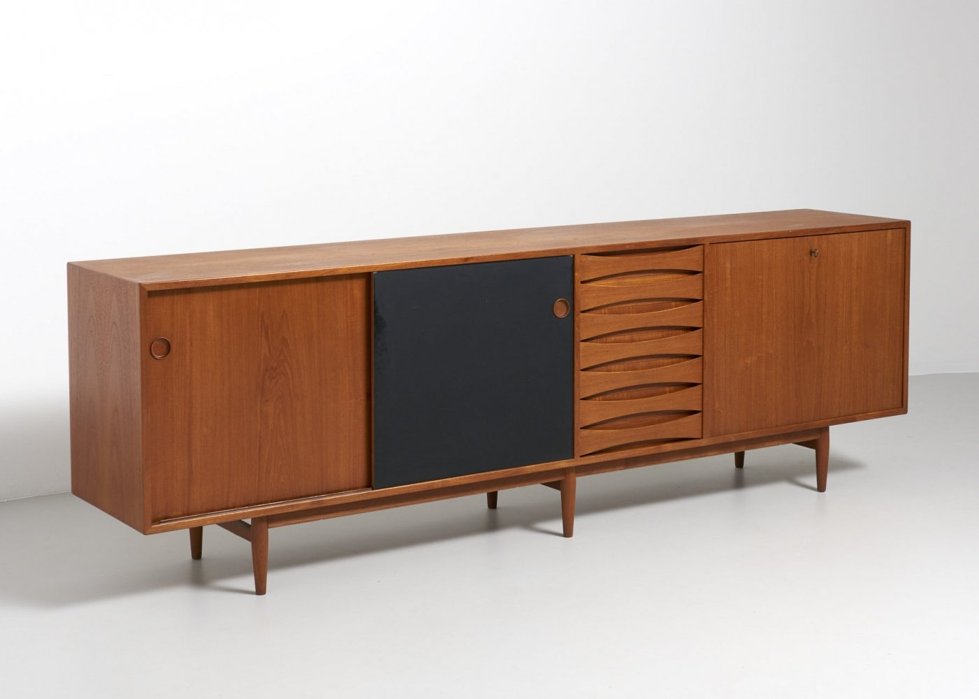 Teak sideboard model 29a by Arne Vodder