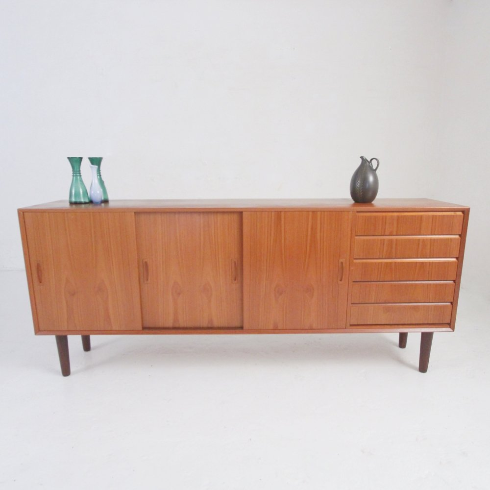 Low sideboard in teak with sliding doors & drawers