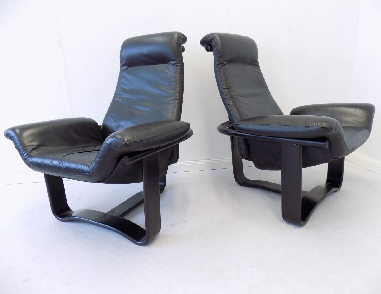Pair of black Manta chairs by Ingmar Relling for Westnofa