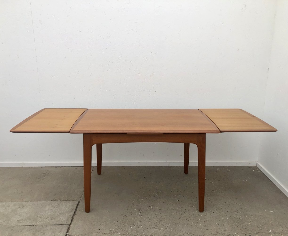Extendable (116 / 206cm) dining table Svend Aage Madsen for K. Knudsen & Son