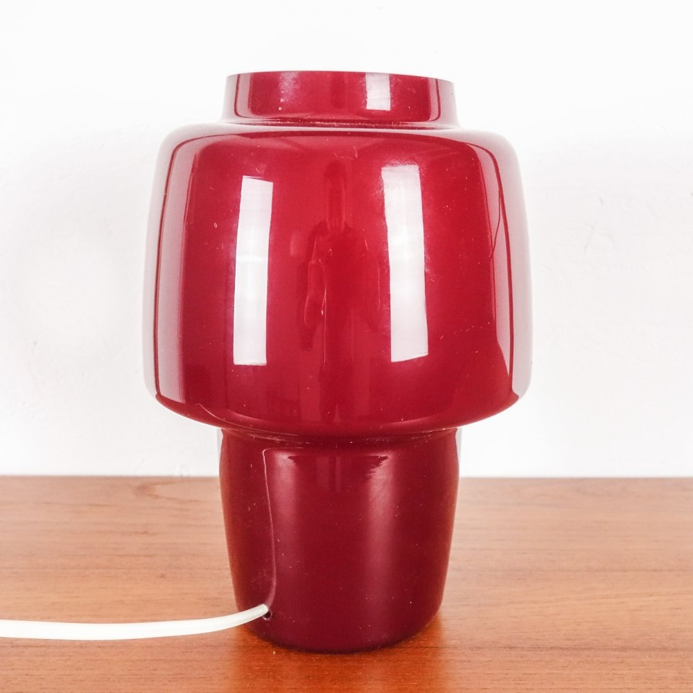 Burgundy table lamp in glass