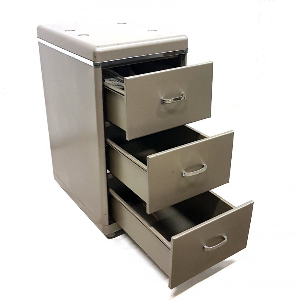 Steel industrial cabinet with 3 drawers