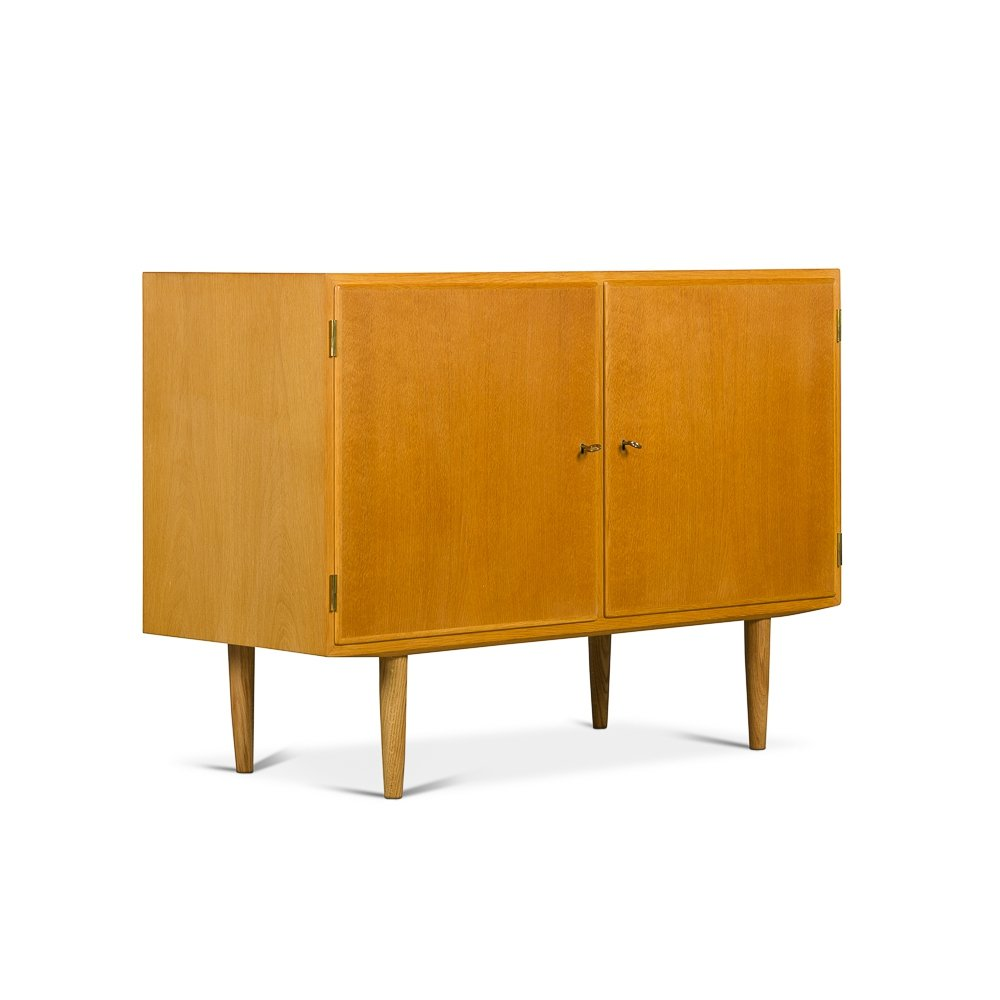 Oak sideboard made by Hundevad & Co, 1960s