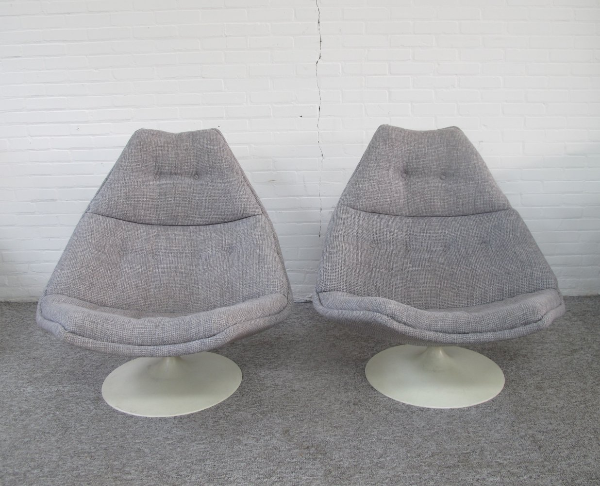 Pair of Vintage model F511 swivel chairs by Geoffrey Harcourt for Artifort