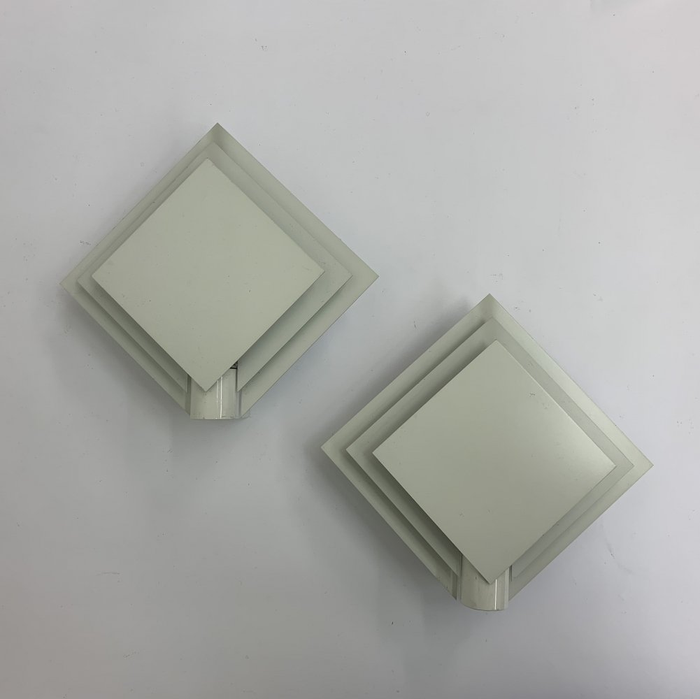 Set of 2 minimalist Lumiance wall lamps