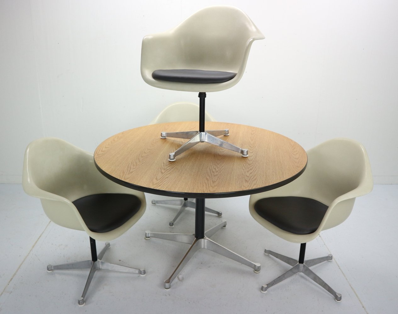 Set of 4 Bucket Swivel Chairs & Dining Table by Charles Eames for Herman Miller