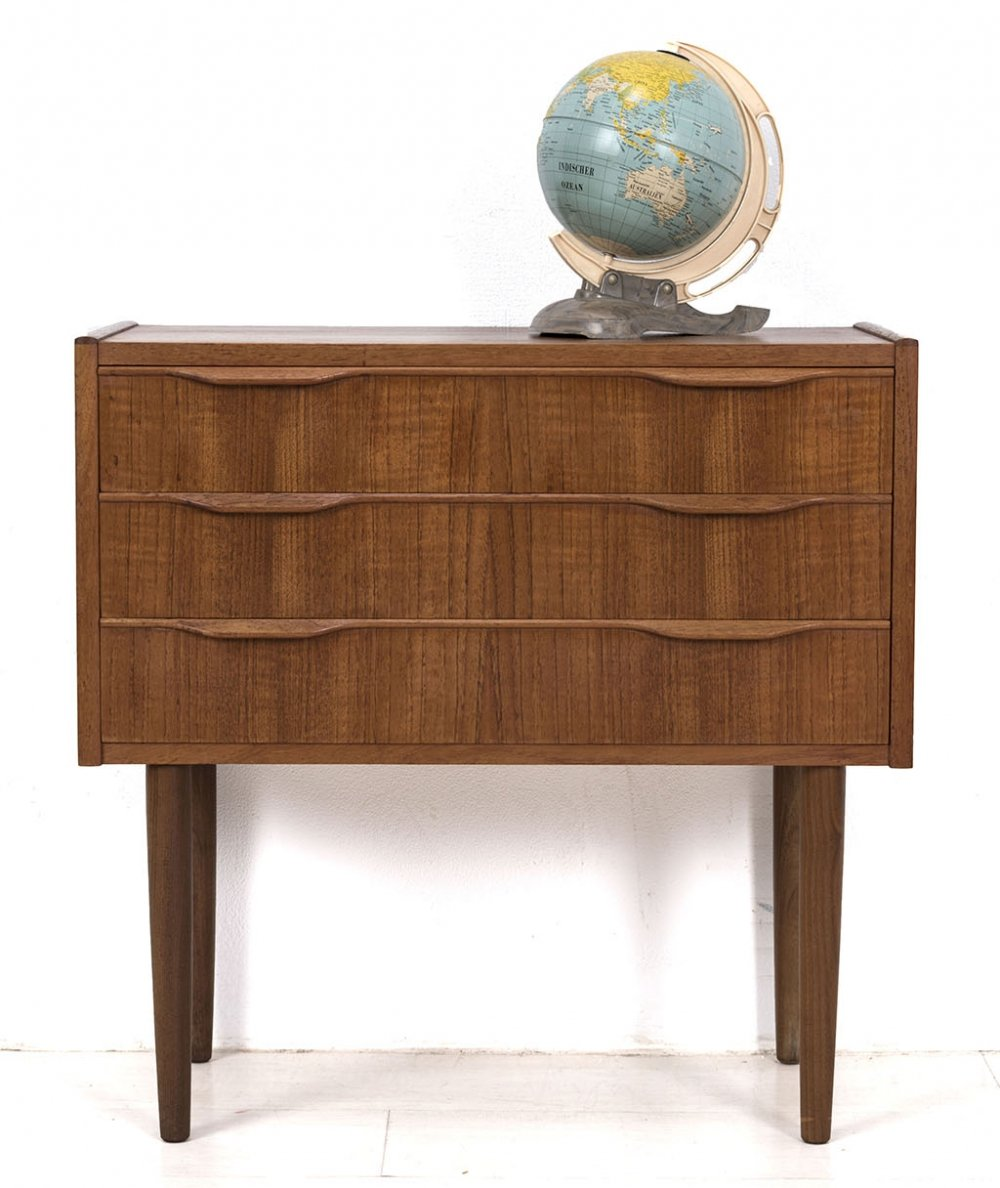 Danish chest of drawers with nice handles