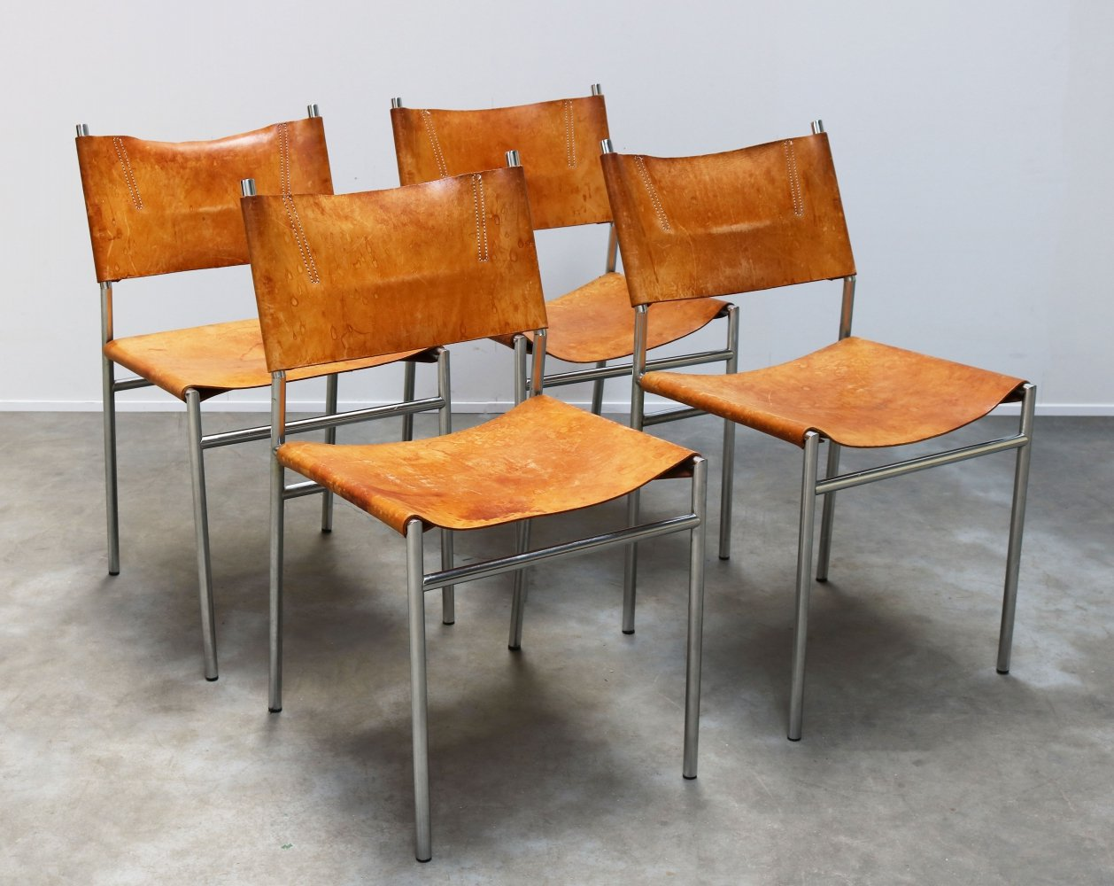 Set of four cognac leather SE06 Dining chairs by Martin Visser for Spectrum, 1960