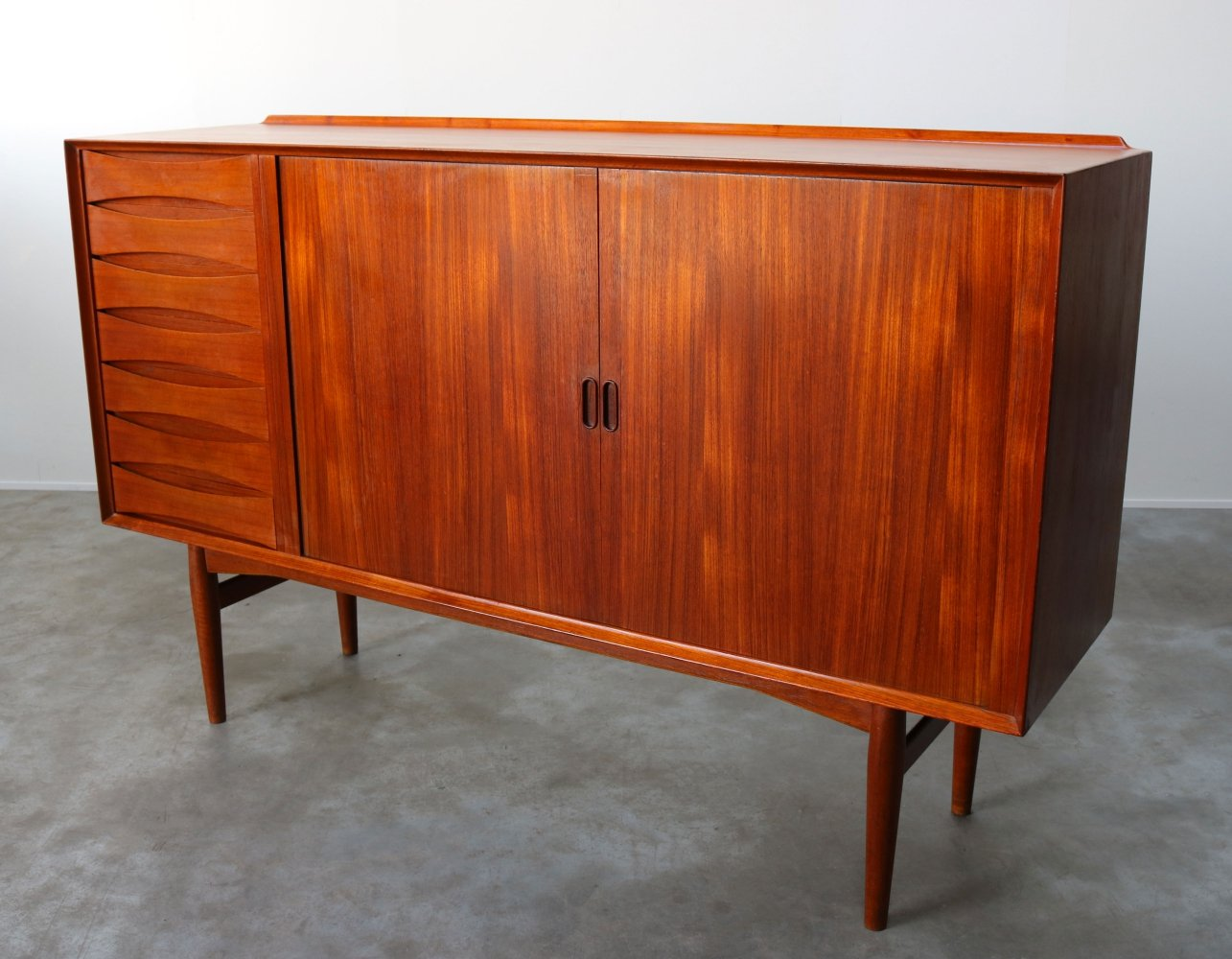 Danish design Highboard / cabinet model: OS63 by Arne Vodder for Sibast, 1950