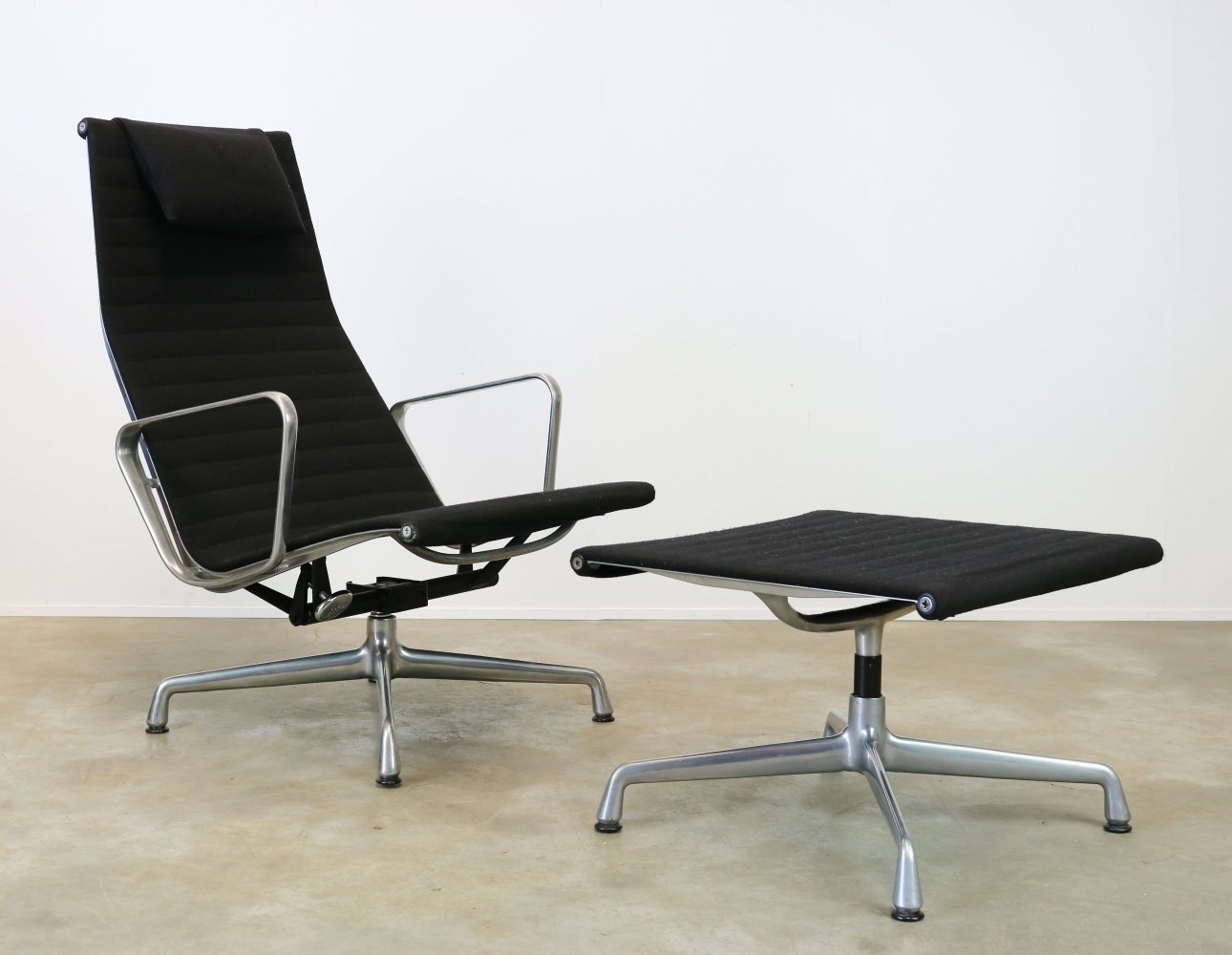 Charles & Ray Eames EA124 + EA 125 lounge chair & ottoman for Herman miller