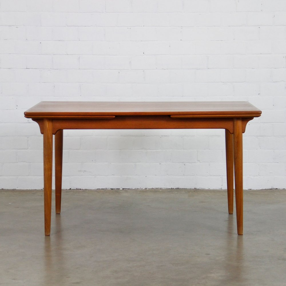 Dining table by Gunni Omann for Omann Jun Møbelfabrik, 1960s