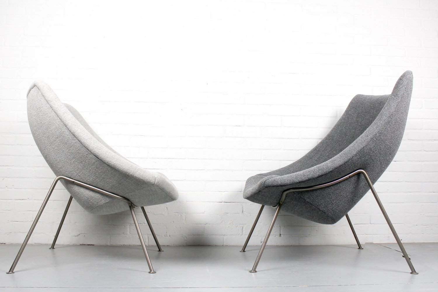 Vintage pair of Oyster Chairs (big & little ) by Pierre Paulin Artifort, 1960s