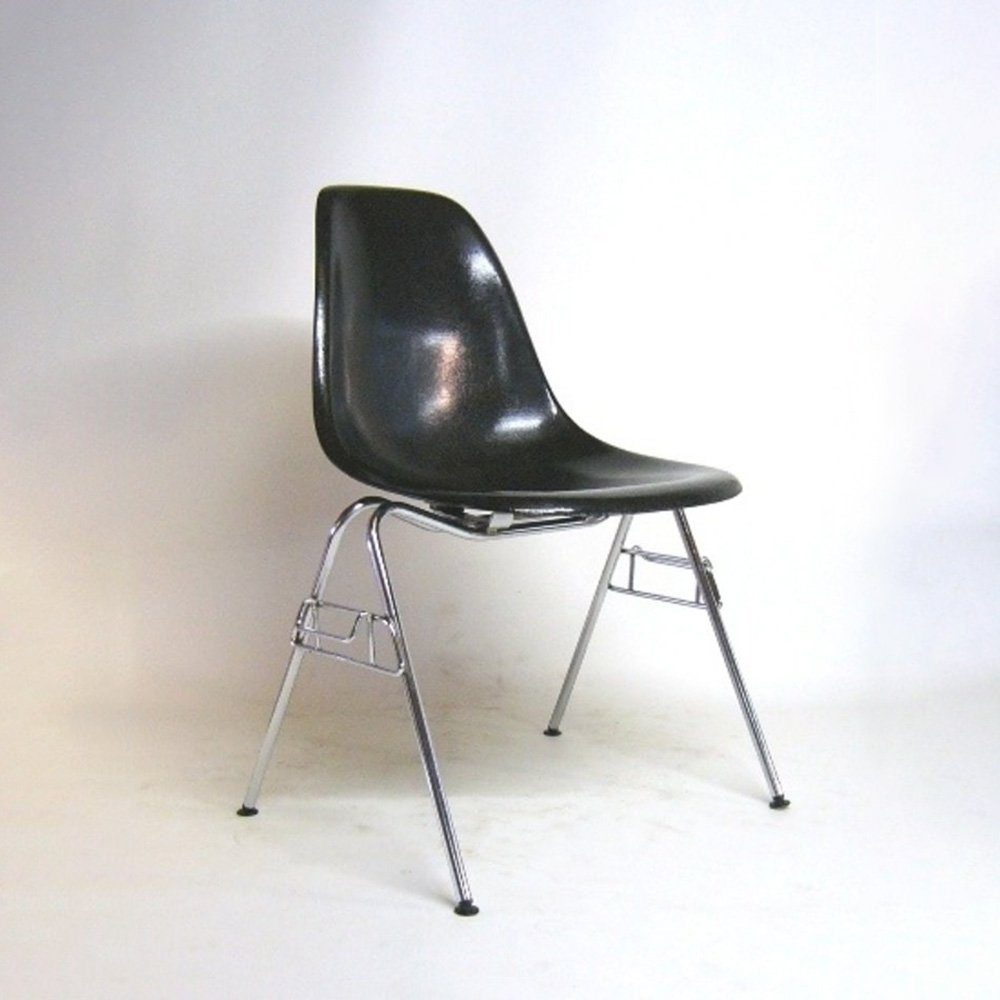Charles & Ray Eames Black fiberglass chair