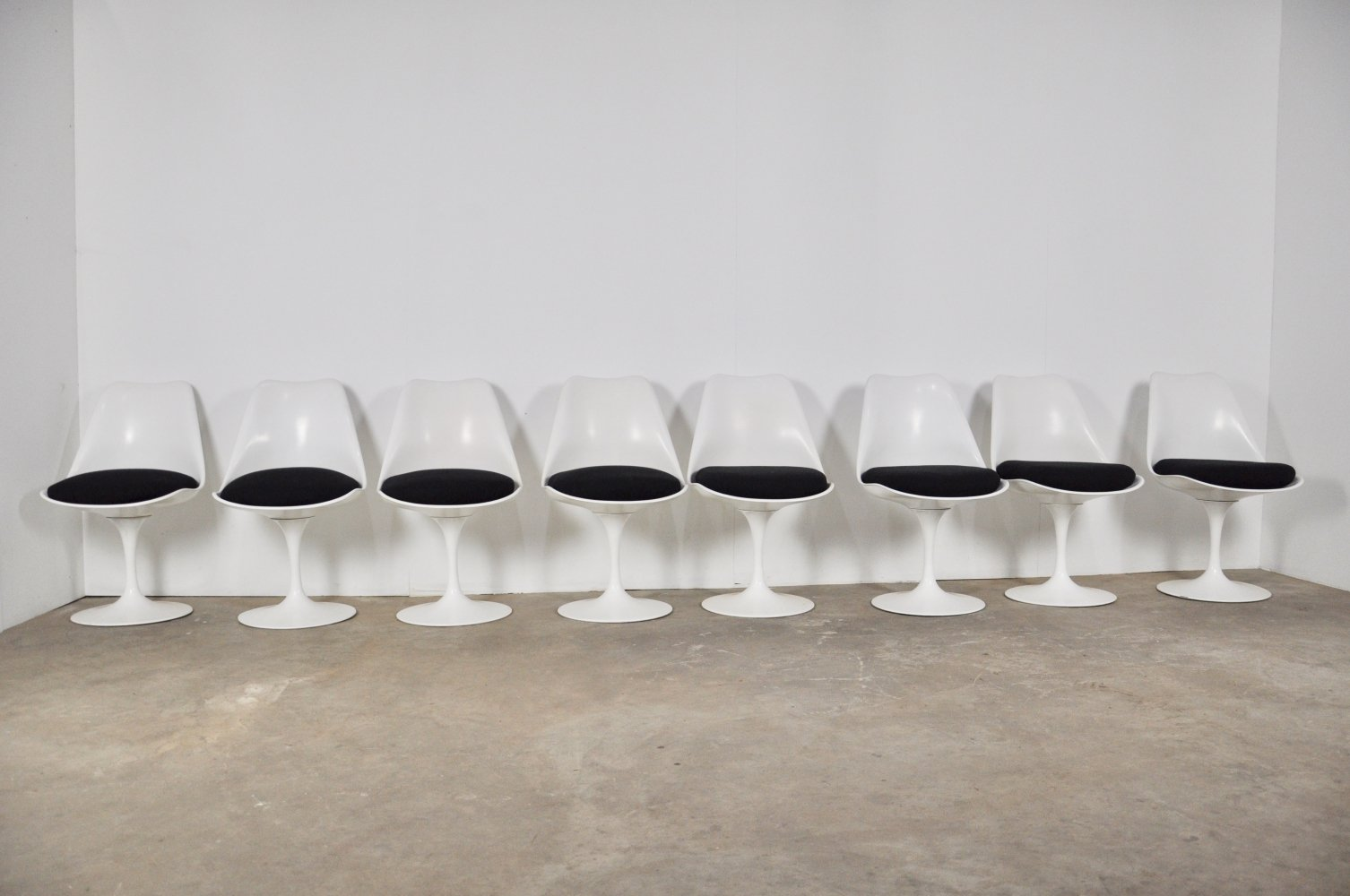 Set of 8 Tulip Chairs by Eero Saarinen for Knoll International, 1960s