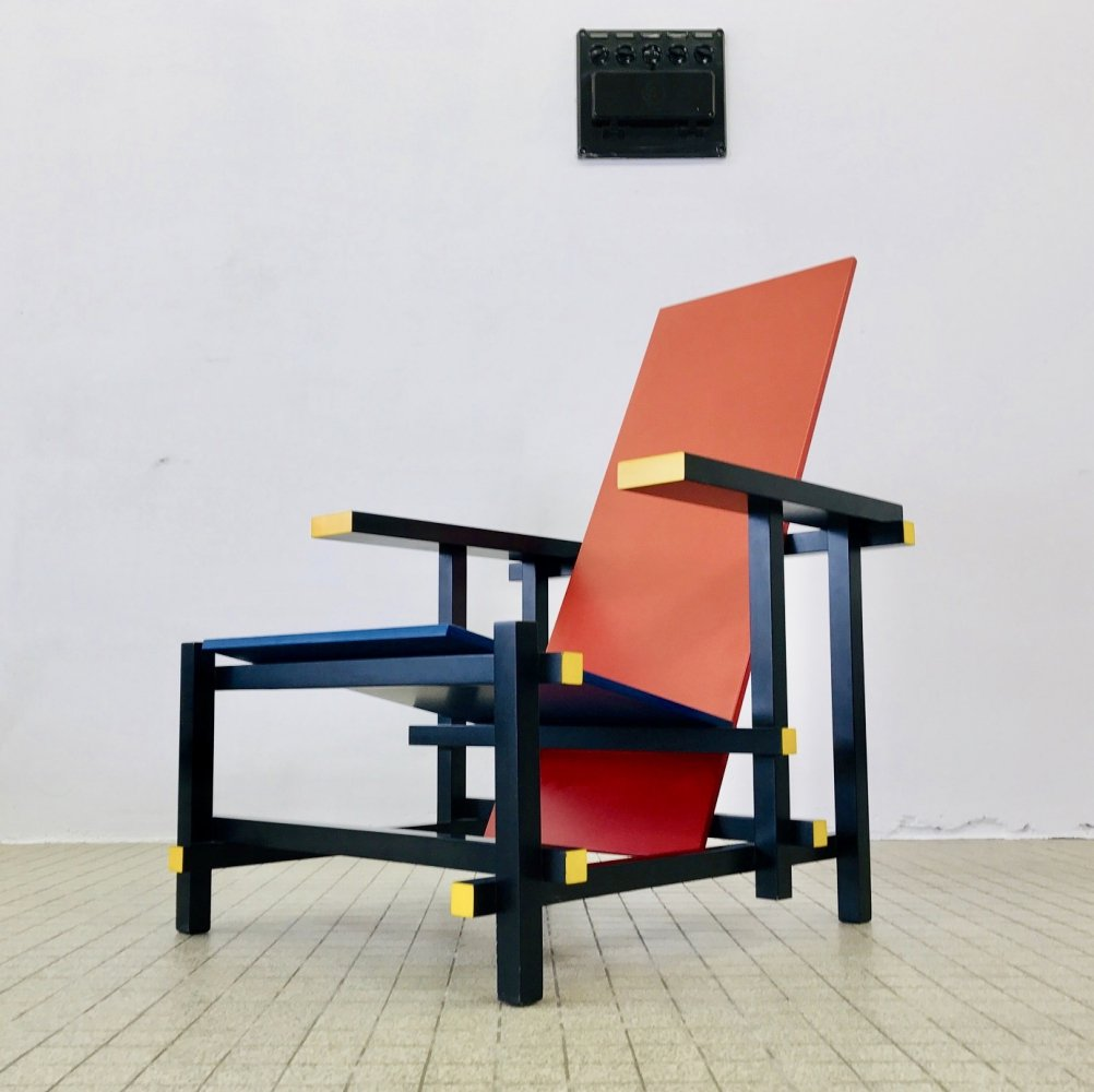 Vintage Cassina 635 Red & Blue chair by Gerrit Rietveld