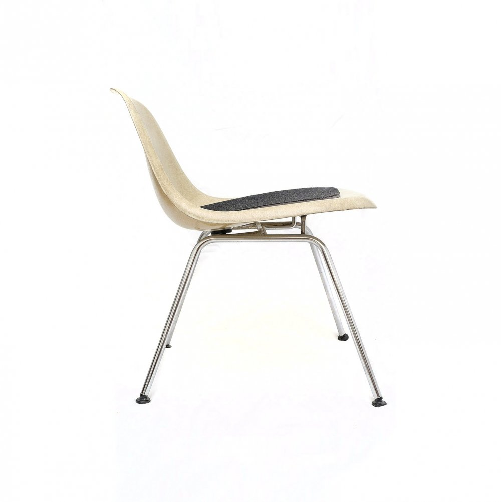 Low Back Eames Sidechair on Low H-Base