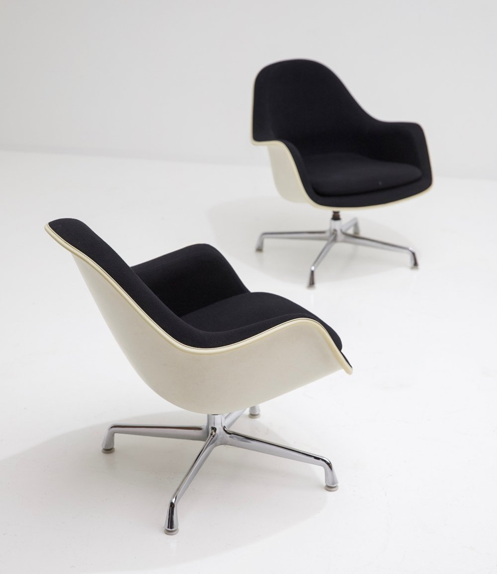 Pair of EC175-8 swiveling armchairs by Charles & Ray Eames for Herman Miller