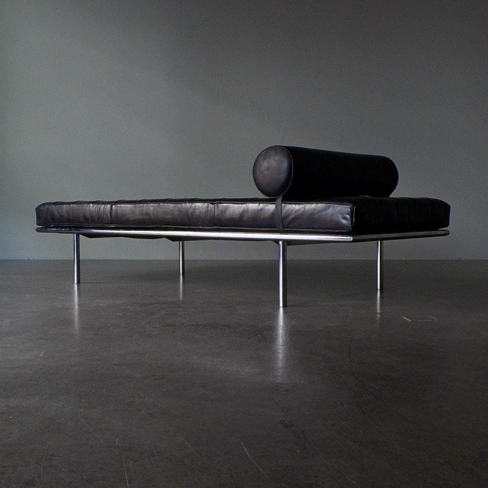 Special Edition Ludwig Mies van der Rohe Barcelona Daybed with chrome plated metal frame, only produced in 1962