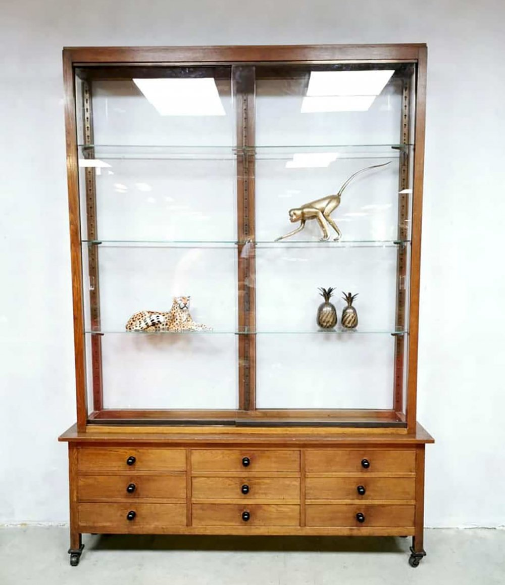 Vintage French display cabinet, 1950s