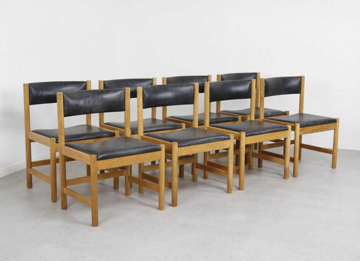 Set of 8 dining chairs in oak & original leather by Børge Mogensen, 1960s