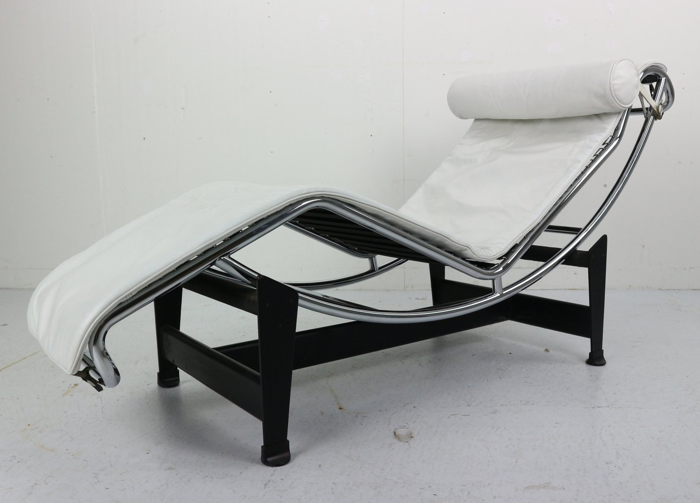 Le Corbusier LC4 for Cassina in White on White Leather, 1980s