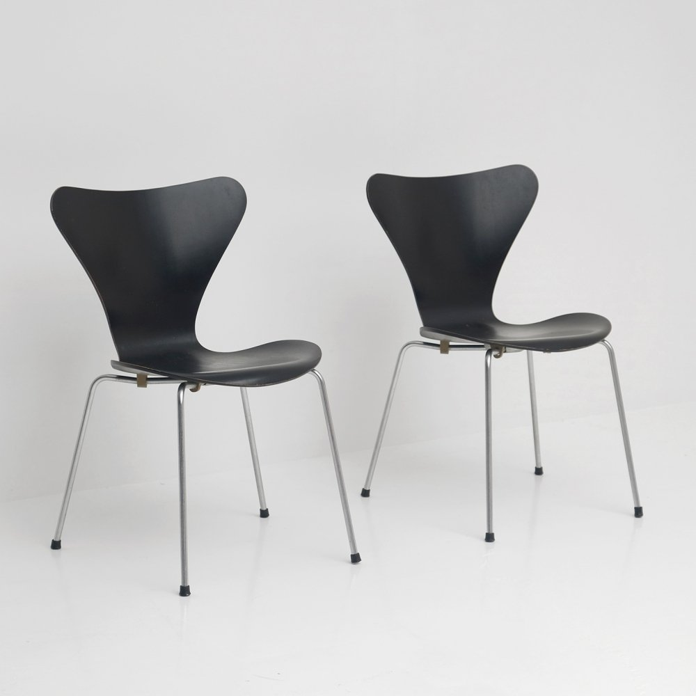 Pair of model 3107 dining chairs by Arne Jacobsen for Fritz Hansen, 1950s