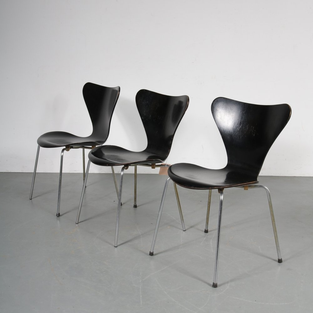First edition butterfly chairs by Arne Jacobsen, 1950s