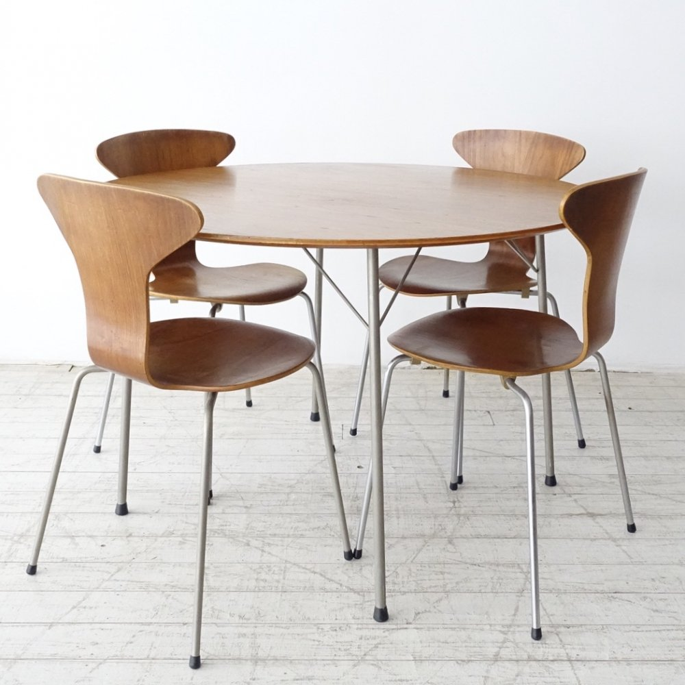 Arne Jacobsen dining set with Model 3600 table & 4 Mosquito Munkegaard 3105 chairs, 1960s