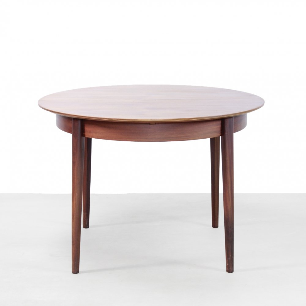 Pastoe teak round dining room table model TT05 from Cees Braakman
