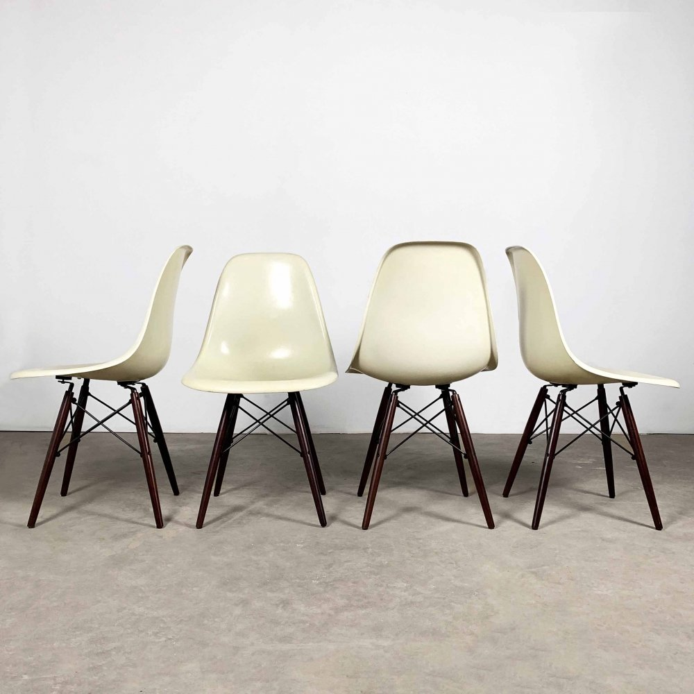 Set of 4 Fiberglass DSW Side Chairs by Charles & Ray Eames for Herman Miller, 1980s