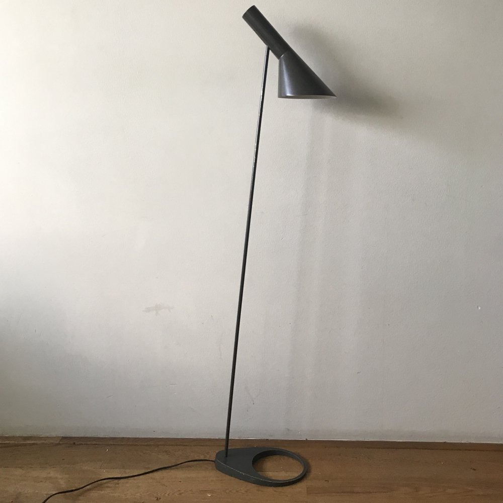 Arne Jacobsen AJ Floorlamp in darkbrown, early production