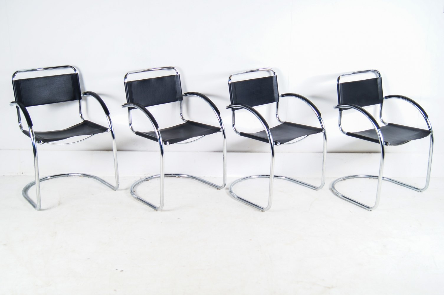 Set of 4 Leather Cantilever chairs, Italy 1960s