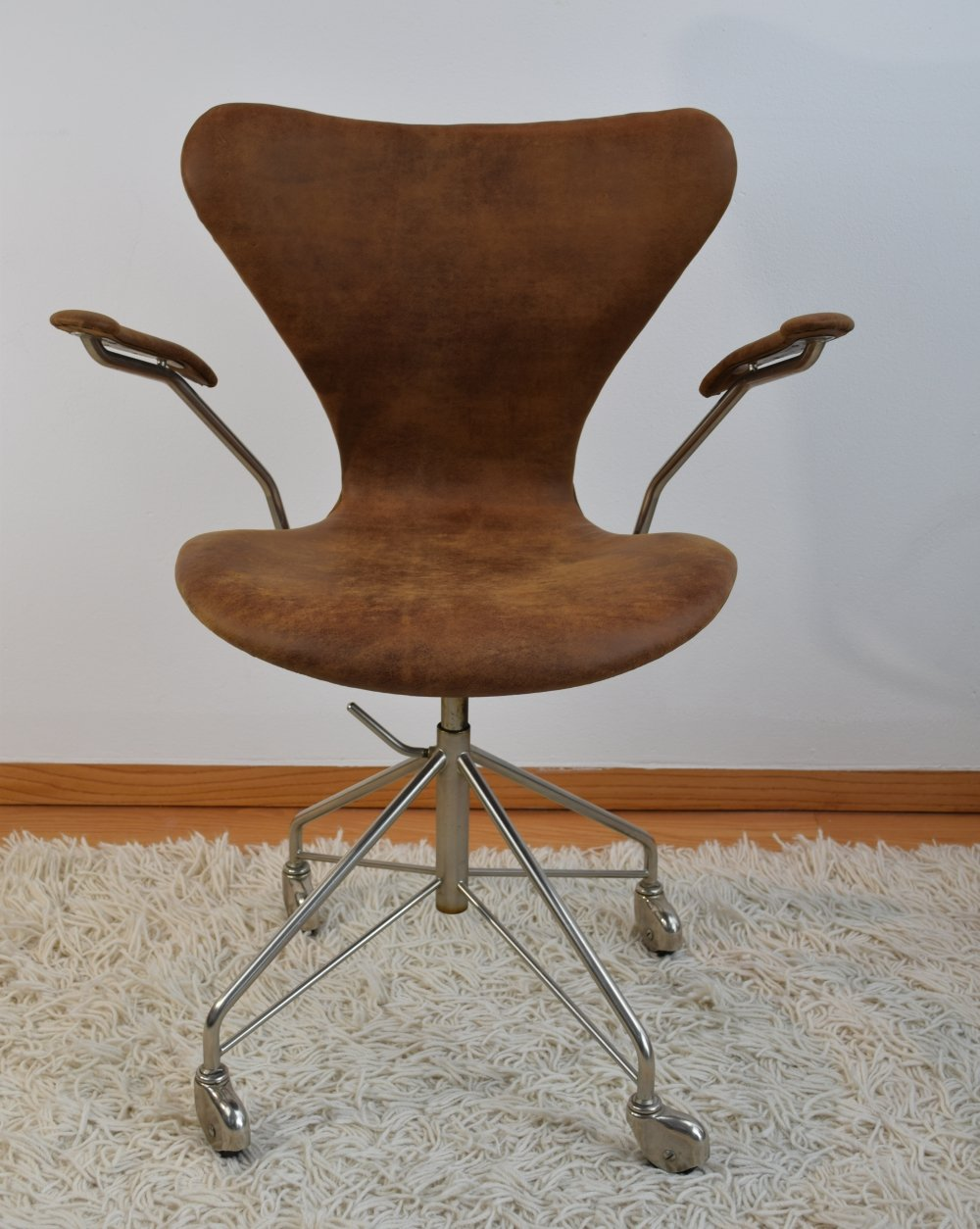 Arne Jacobsen FH 3217 Adjustable leather Swivel Desk chair, 1950s