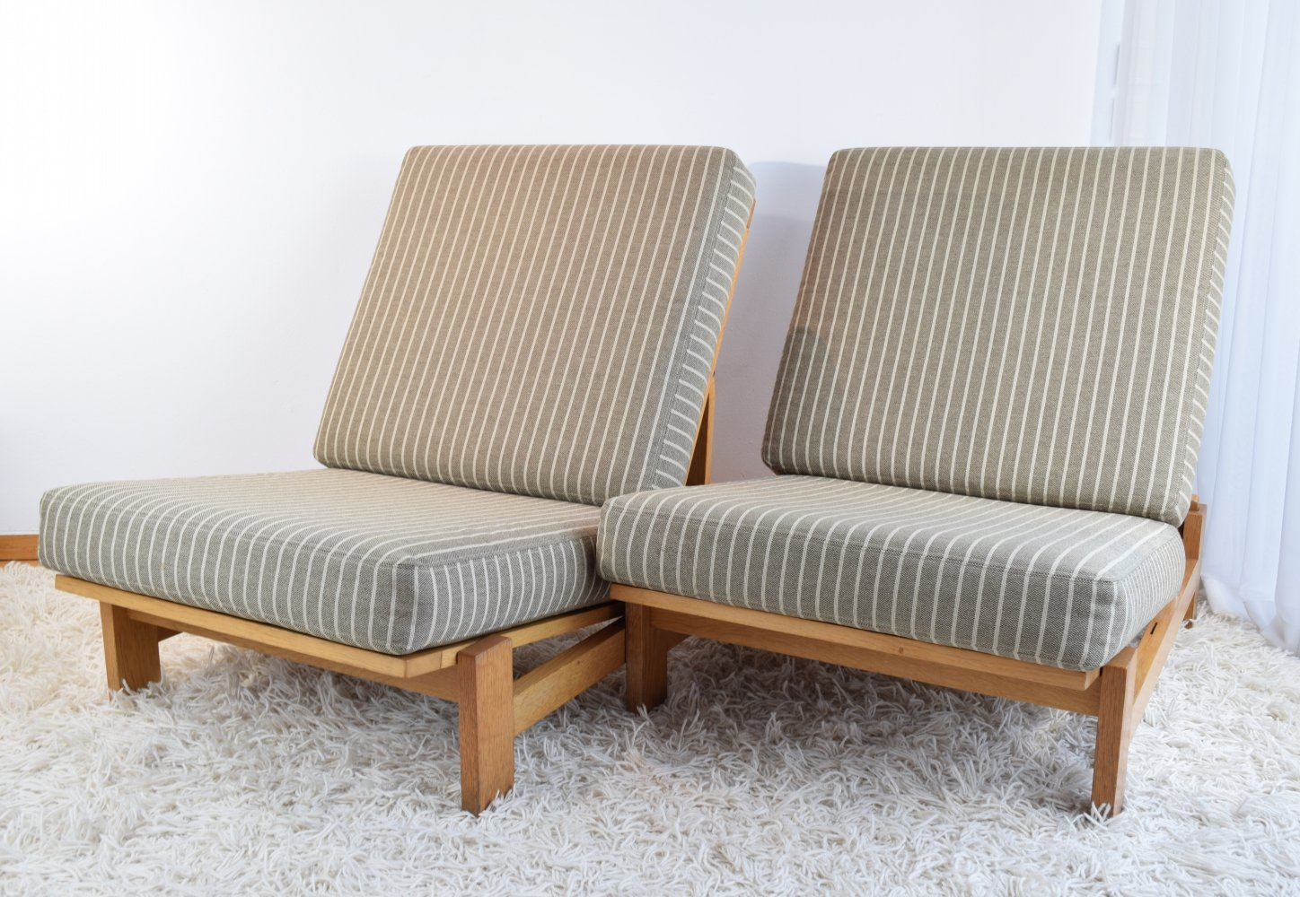 Pair of Hans Wegner GE420 Oak Lounge Chairs, 1970