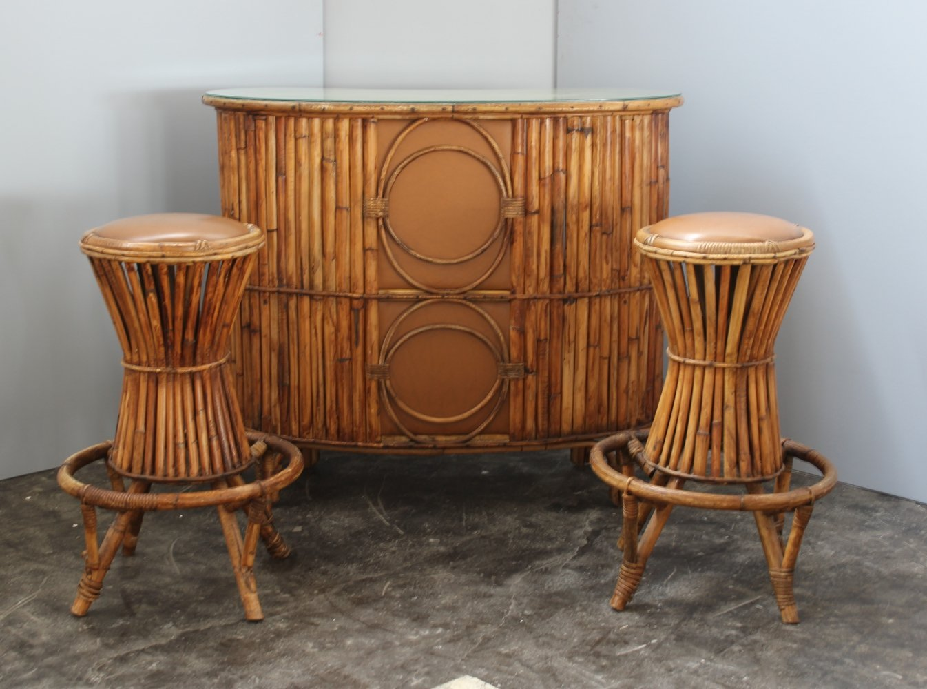 Italian midcentury Rattan bar with two shelves & two rattan stools