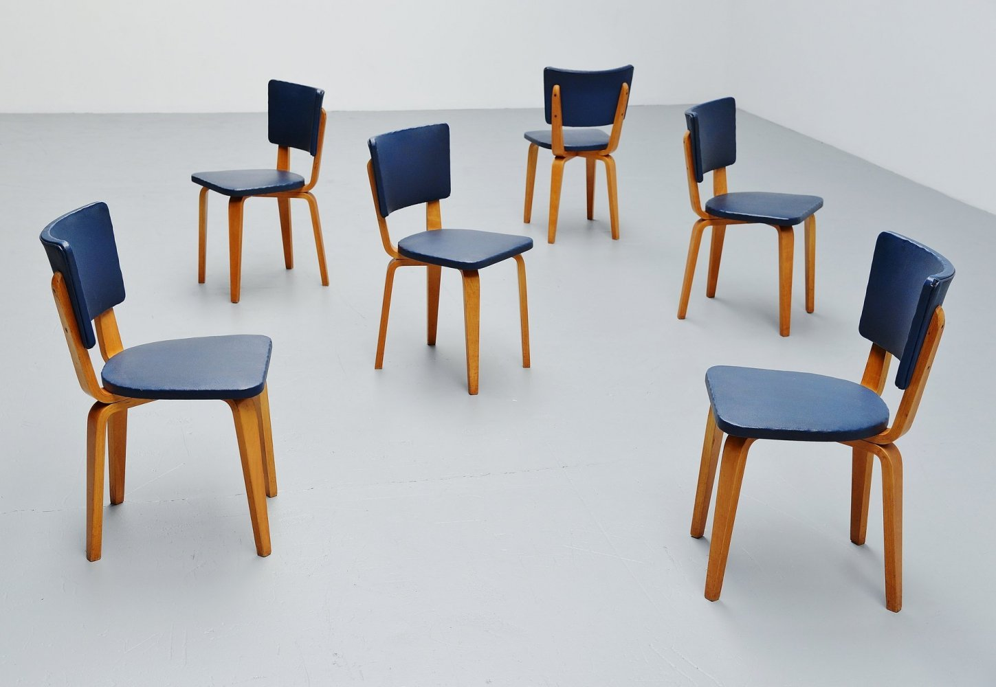 Set of 6 Cor Alons plywood dining chairs in blue faux leather, 1949