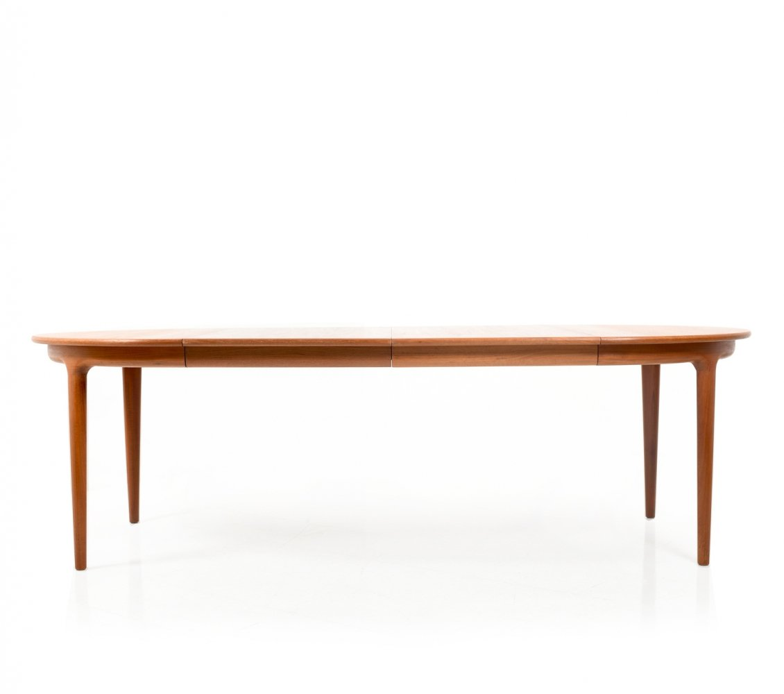 Round / Oval Danish Teak Dining Table by Johannes Andersen for Uldum