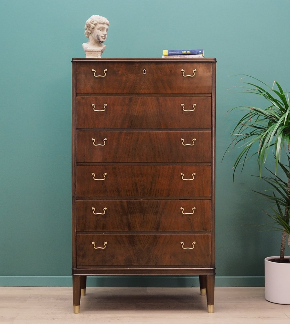 Chest of drawers in walnut, 1970s