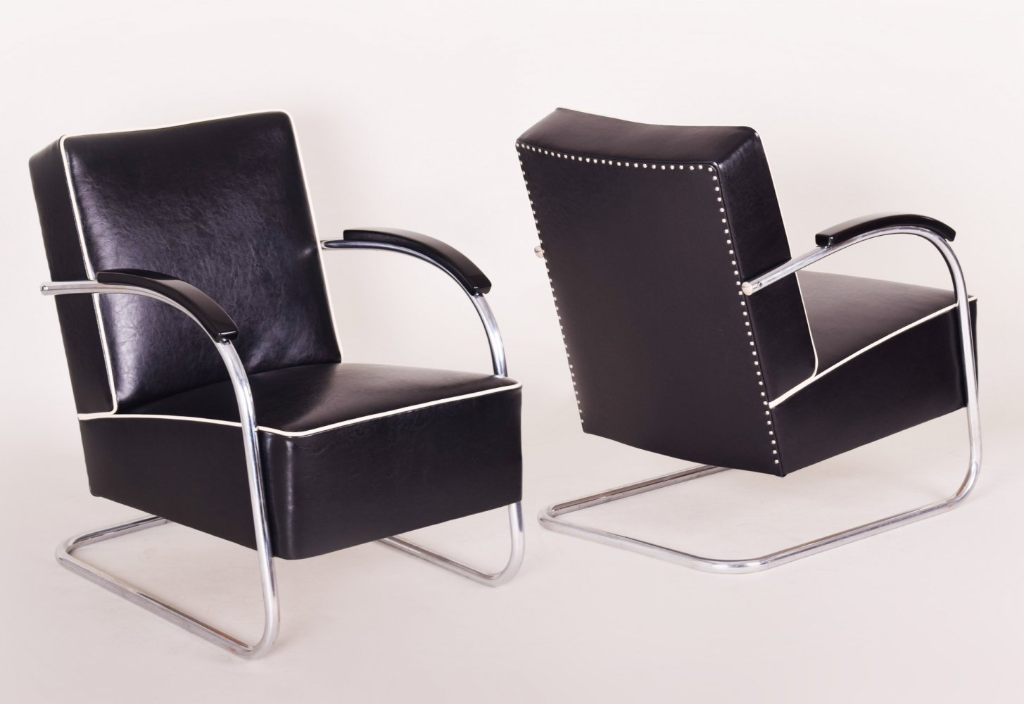 Pair of Black Tubular Steel Cantilever Armchairs by Mücke Melder, 1930s