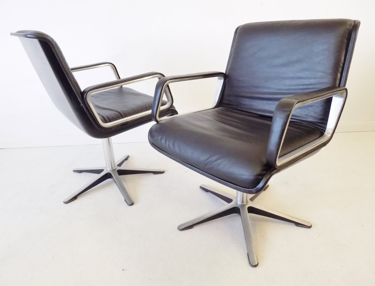 Wilkhahn Delta 2000 Pair of black leather lounge chairs by Delta Design