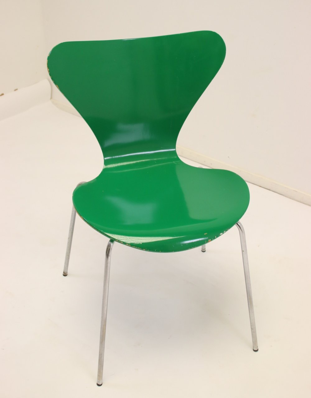 Model 3107 dining chair in green by Arne Jacobsen, 1979