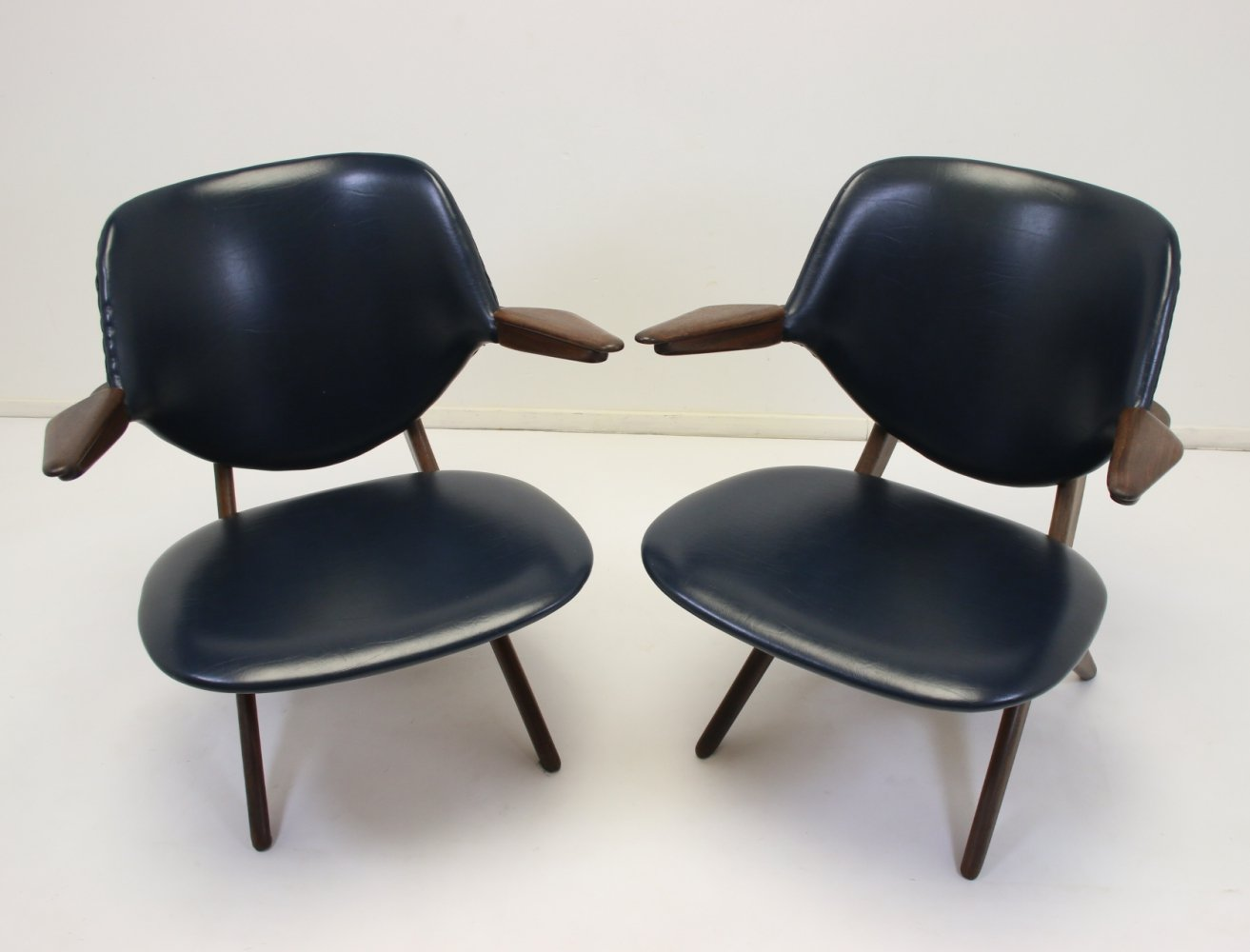 Pair of vintage Wébé Pelican armchairs by Louis van Teeffelen